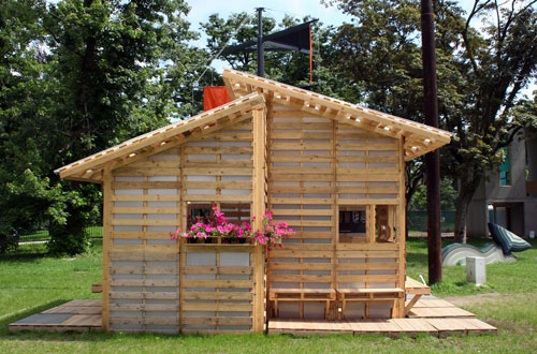 small-modern-pallet-house (3)