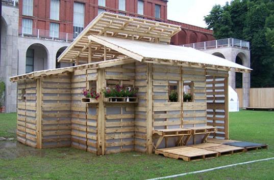 small-modern-pallet-house (8)