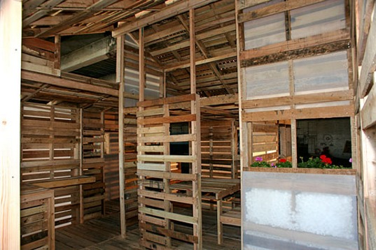 small-modern-pallet-house (9)