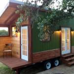 บ้านไม้ขนาดย่อม ให้กลิ่นอายบ้านลอฟ พร้อมจัดสรรพื้นที่ภายในอย่างกระทัดรัดและลงตัว