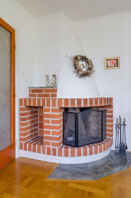 vintage brick house with basement (11)