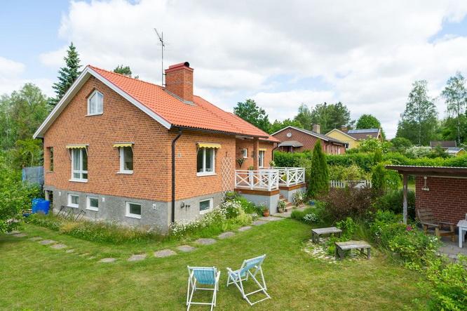 vintage brick house with basement (13)