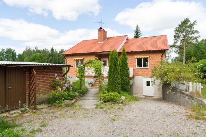 vintage brick house with basement (15)