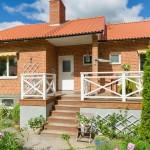 บ้านวินเทจชั้นครึ่ง โดดเด่นที่ความอบอุ่นและน่ารัก พร้อมกับสนามหญ้าแสนสวย