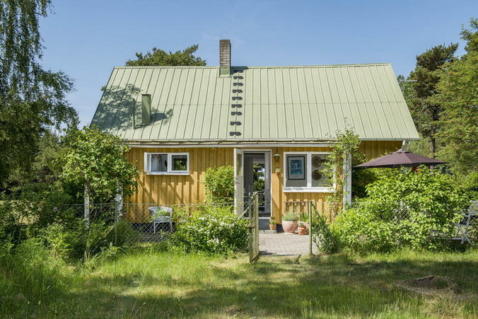 vintage-style-cottage-cute-yellow-house (13)