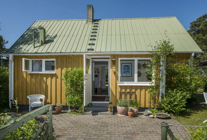 vintage-style-cottage-cute-yellow-house (4)