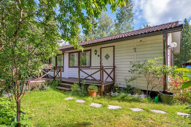 white-cottage-with-wooden-patio (1)