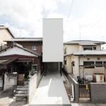 บ้านสไตล์มินิมอลสีขาวบนพื้นที่จำกัด โดดเด่นที่รูปทรง ล้ำด้วยการจัดสรรภายใน
