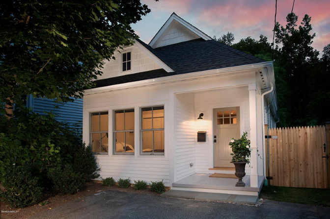 white-riverfront-cottage (1)_resize