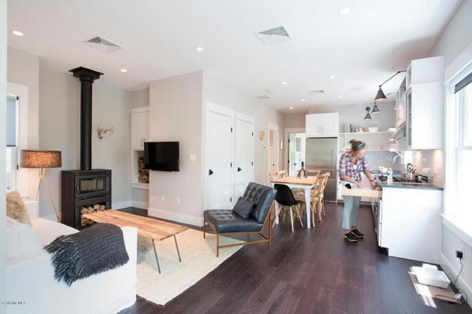 white-riverfront-cottage (2)_resize