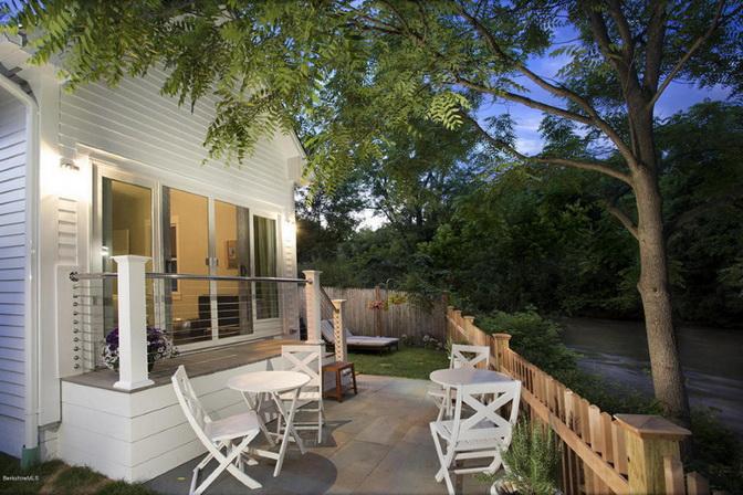white-riverfront-cottage (9)_resize