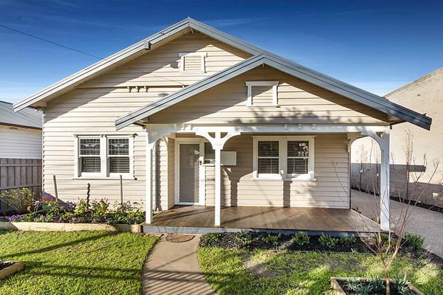 white-vintage-cozy-house (1)