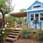 บ้านไม้สไตล์ชายหาด โทนสีสดใส พร้อมชานบ้านอันปลอดโปร่ง
