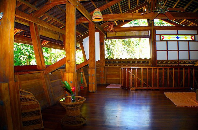 wooden-patio-house-in-forest_03