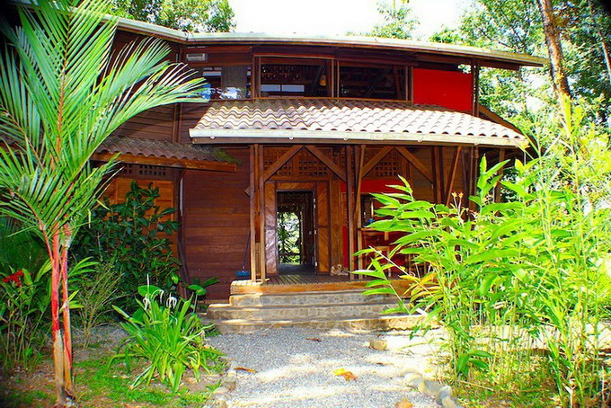 wooden-patio-house-in-forest_07