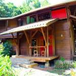 บ้านไม้กลางป่า สไตล์ชนบท ความเรียบง่ายที่ลงตัวและครบครัน ท่ามกลางบรรยากาศธรรมชาติ