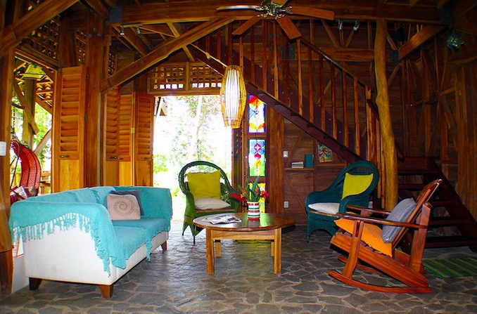 wooden-patio-house-in-forest_10