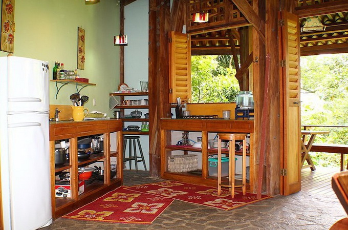 wooden-patio-house-in-forest_12