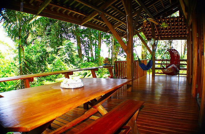 wooden-patio-house-in-forest_13