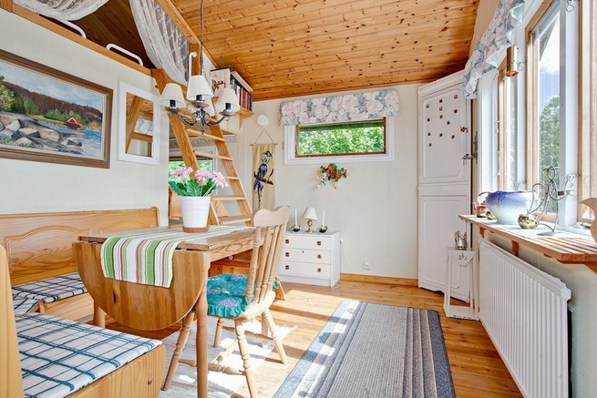 wooden rustic cottage with patio (13)