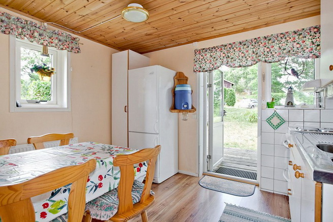 wooden rustic cottage with patio (2)