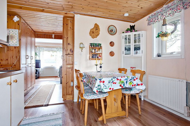 wooden rustic cottage with patio (3)