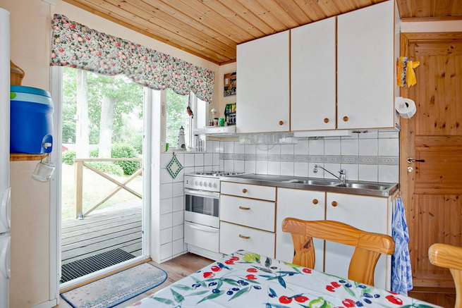 wooden rustic cottage with patio (4)
