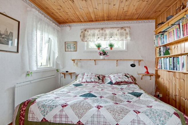 wooden rustic cottage with patio (5)