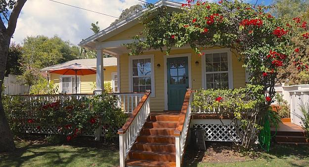 yellow-cozy-vintage-house (1)