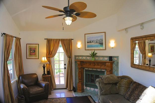 yellow-cozy-vintage-house (10)