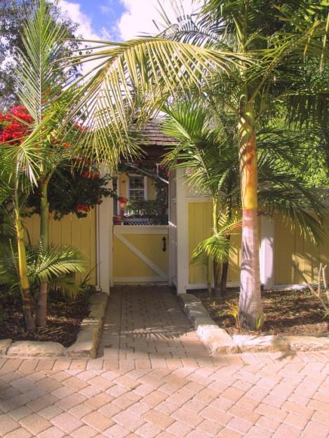 yellow-cozy-vintage-house (14)