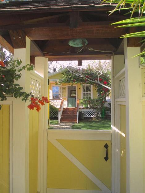 yellow-cozy-vintage-house (15)
