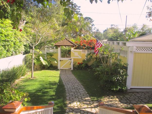 yellow-cozy-vintage-house (16)