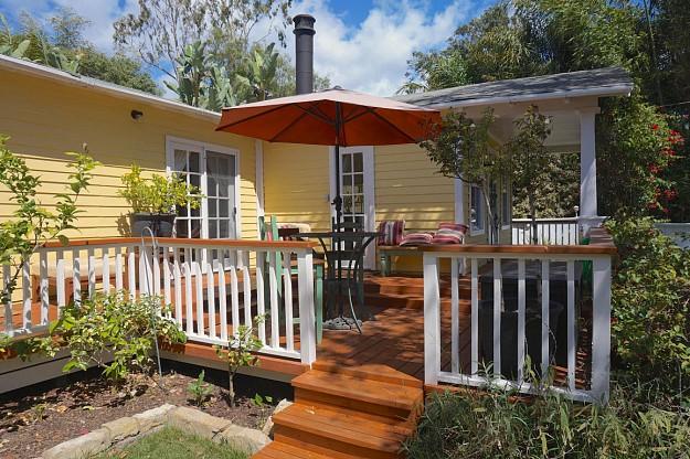 yellow-cozy-vintage-house (3)
