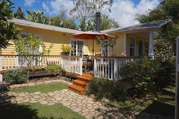 yellow-cozy-vintage-house (4)