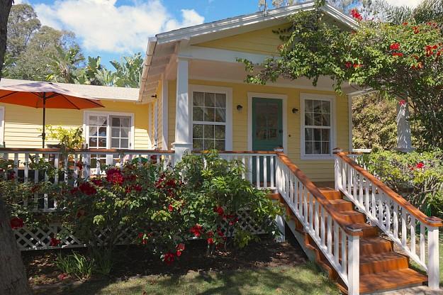 yellow-cozy-vintage-house (5)