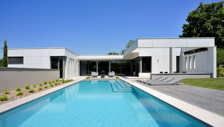 1-floor-white-villa-with-elegant-pool (1)
