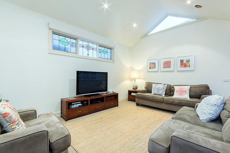 1-story-white-contemporary-house (11)