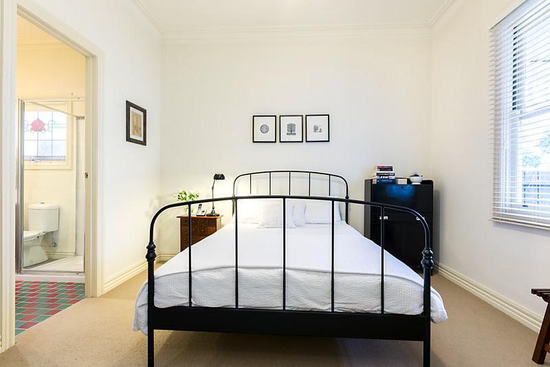 1-story-white-contemporary-house (13)