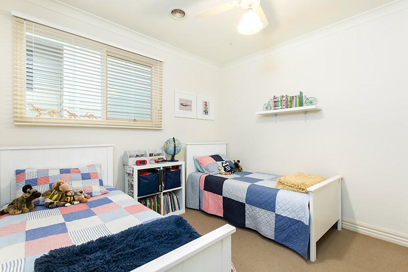 1-story-white-contemporary-house (15)