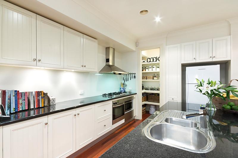 1-story-white-contemporary-house (8)