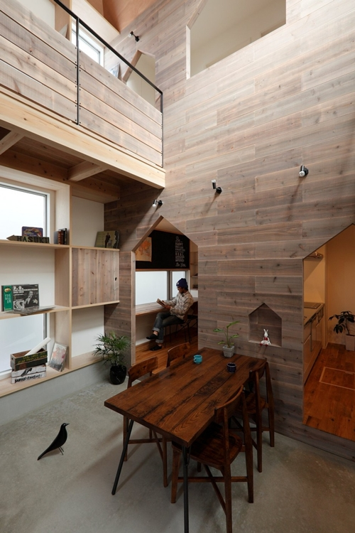 2-storied-japanese-house-with-extreme-wooden-interior (3)