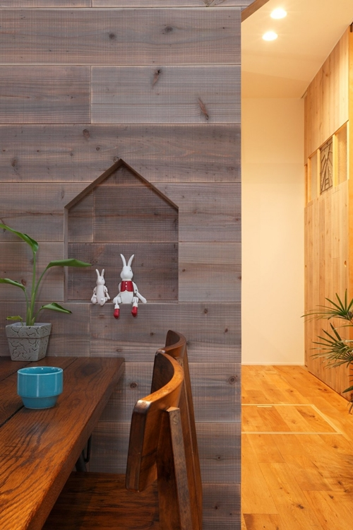 2-storied-japanese-house-with-extreme-wooden-interior (4)
