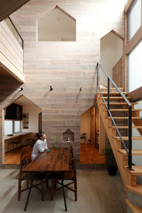 2-storied-japanese-house-with-extreme-wooden-interior (6)