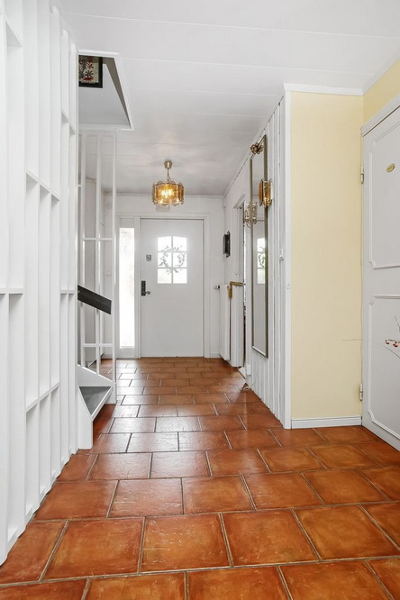 2-stories-classic-townhouse (3)