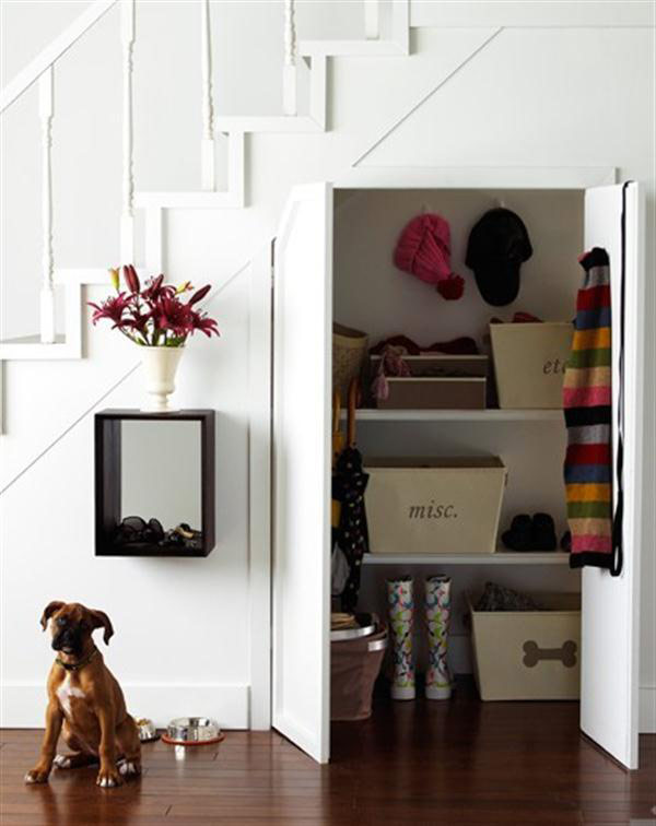40 under stairs storage space and shelf ideas (20)