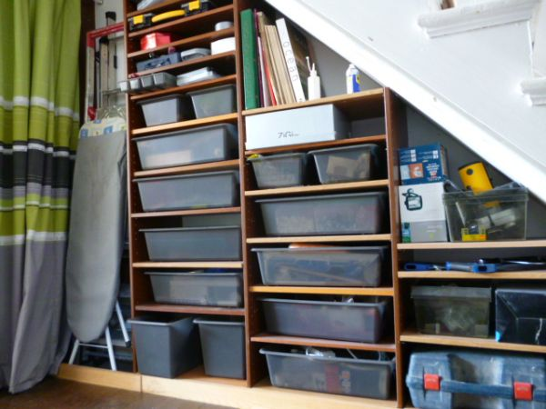 40 under stairs storage space and shelf ideas (3)