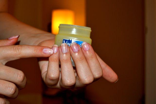 9-surprising-beauty-uses-of-vaseline (2)