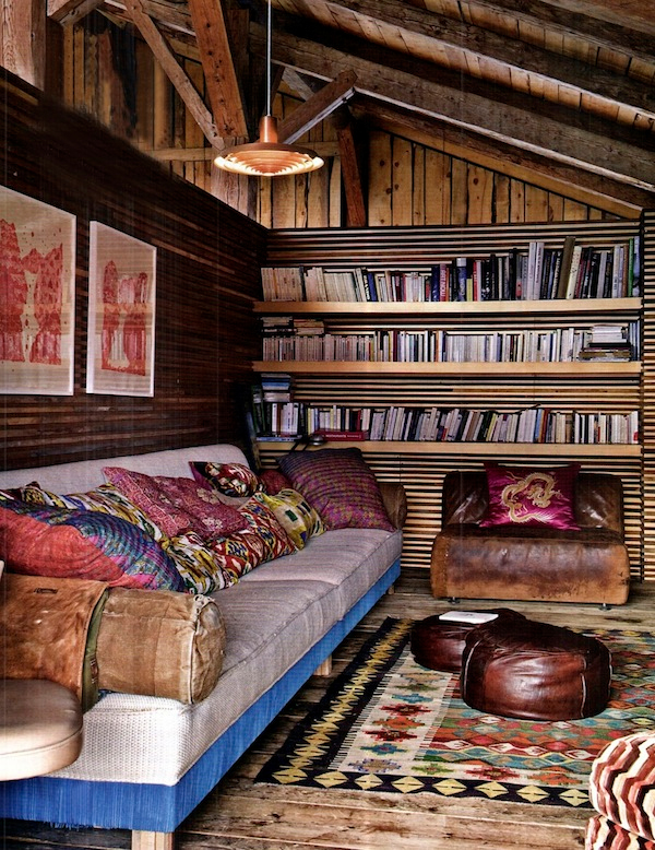 Cozy-Living-Spaces-with-Books (21)