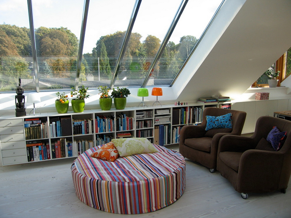Cozy-Living-Spaces-with-Books (28)